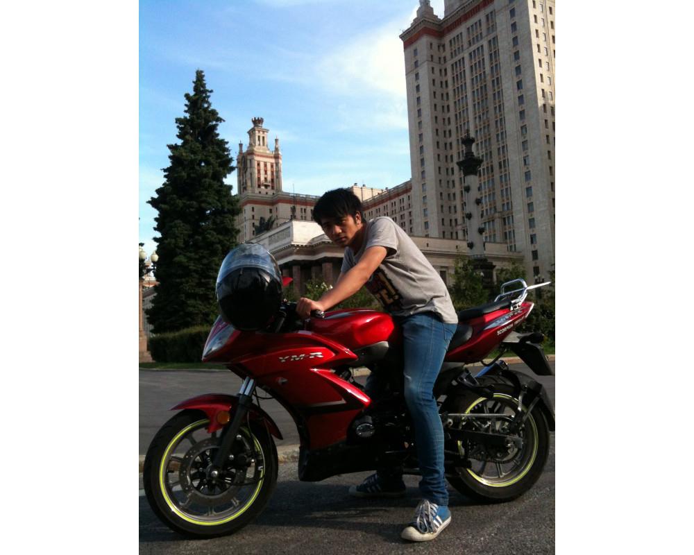 赵同学和他的摩托车