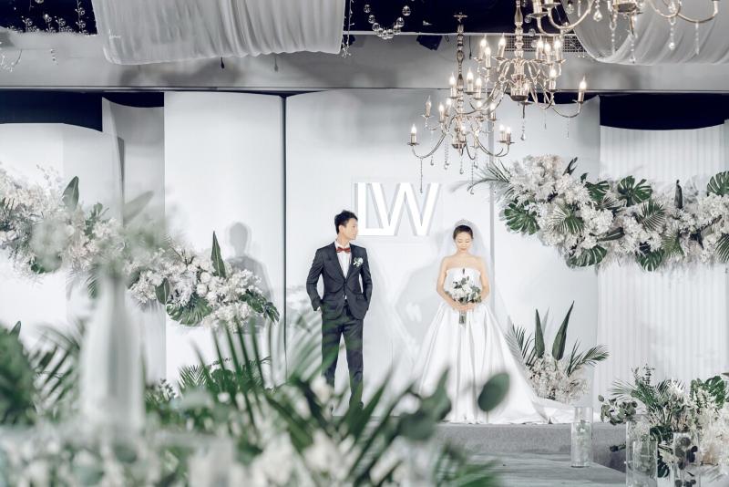 具有時尚秀敢的現代簡約分白綠色婚禮 (9)