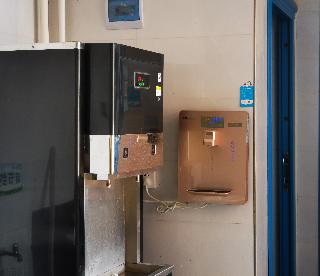 壺關一中反滲透設備、飲水平臺和管線機