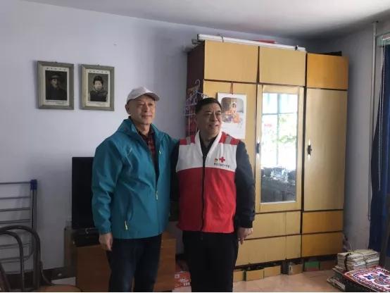 """""""生命的乐章""""——市红十字会看望遗体眼角膜捐献成功者家属及登记人员"""